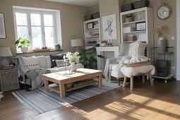 Wohnzimmer in Naturtönen im Skandinavischen Stil