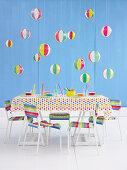 Gedeckter Tisch für eine Kinderparty