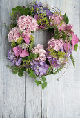 Wreath of hydrangeas, lady's mantel and tendrils of wild strawberry