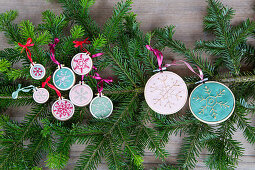 Christmas-tree decorations: embroidered snowflakes in embroidery frames
