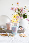 Upcycling: gift packaging made from yoghurt pots