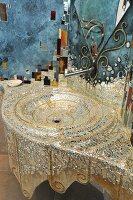 A mossaic wash basin