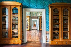 The library at Schloss Corvey – Biedermeier book cabinets against painted walls
