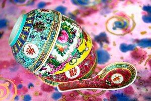 Suppenschalen und Löffel aus China