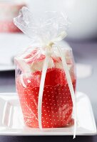Marshmallows in paper cake case as guest favour