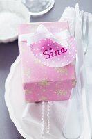 Guest favour; paper cake case decorating parcel