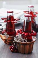 Backformen als Flaschenkühler mit weihnachtlicher Dekoration