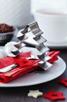 Keksausstecher in Weihnachtsbaum-Form als Serviettenring
