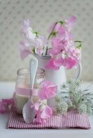 Jar of strawberry yoghurt decorated with sweet peas & chervil flowers