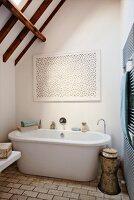 Free-standing bathtub and retro, metal side table