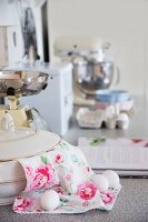 Soup tureen, rose-patterned cloth and hen's eg