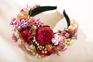 Festive headband decorated with real flowers