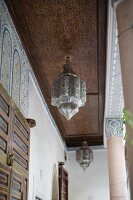 Arcade with Arabian-style pendant lamps
