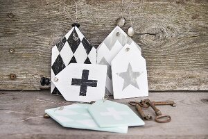 Shabby-chic tags with graphic patterns and old keys