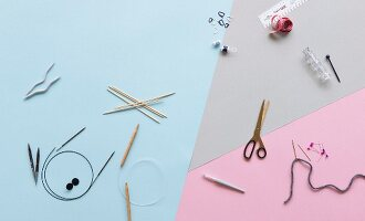 Equipment and accessories for knitting (seen from above)