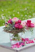 Biedermeier Sträusschen aus Rosen, Schopflanvendel, Wollziest und Thymiankränzchen