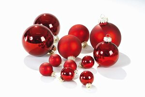 Red Christmas baubles of various sizes