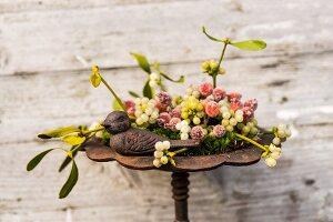 Festive arrangement in rusty wrought iron birdbath