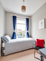Bed with trundle bed in guest bedroom