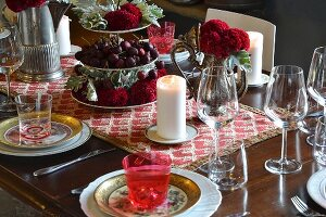 Classic table setting in shades of red
