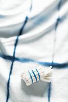 Mit Shibori-Technik gefärbte Textilie