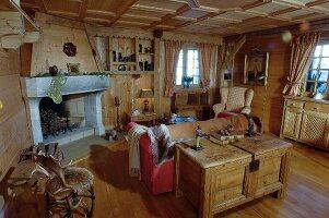 Uriges Wohnzimmer Im Landhausstil Mit Offenem Kamin Und