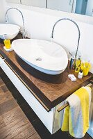 Organically shaped washbasins and taps