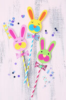 Straws decorated with craft paper Easter bunny faces