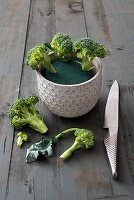 Instructions for making a decorative arrangement of broccoli