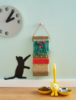 Decorative cat scratching board made from plank, wool and fabric remnants