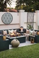 Outdoor-Wohnbereich mit Feuerstelle