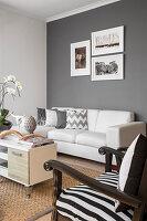 Wohnzimmer in Schwarz, Weiß und Grau