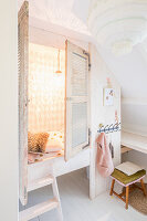 Cubby bed with louvre doors