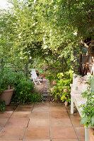 Weg von der Terrasse in den Garten