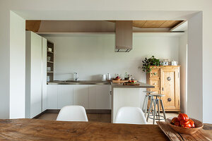 L-shaped, fitted kitchen with counter in open-plan interior
