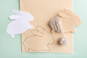Instructions for making felt Easter bunny wound with woollen yarn