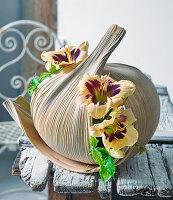 Taglilien in getrocknetem Blatt