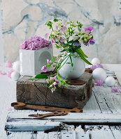 Small vase of sweet peas