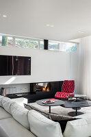 Elegantes Wohnzimmer mit Designermöbeln