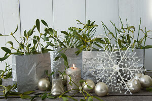 Advent-calendar bags, candle, mistletoe and baubles