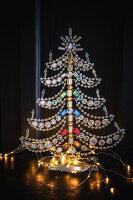 Weihnachtsbaum aus Glasperlen mit Lichterkette