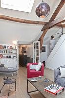 Wohnzimmer im Vintage-Stil unter dem Dach