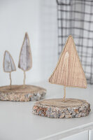 Fir-tree ornaments made from wire, wood-patterned paper and pieces of wood