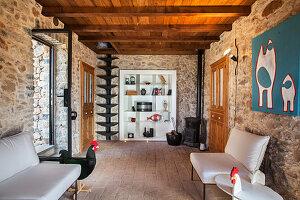 Künstlerisches Wohnzimmer im italienischen Natursteinhaus
