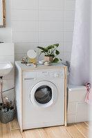 Selbstgebaute Waschmaschinenverkleidung aus Holz