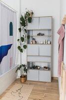 Wohnliche Deko und Zimmerpflanzen im Bad