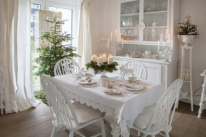 Festively decorated, shabby-chic dining room