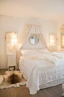 Gemütliche Beleuchtung im Schlafzimmer im Shabby Chic