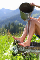 Cold water strengthens the leg veins and stimulates the circulation