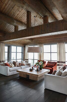 Klassisches Wohnzimmer im eleganten Blockhaus